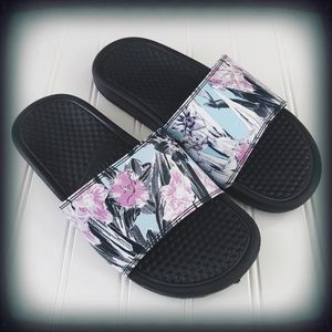 Nike Tropical Print Slide Sandals Size 7 EUC